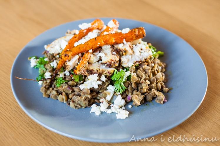Heitt linsubaunasalat og sætar gulrætur